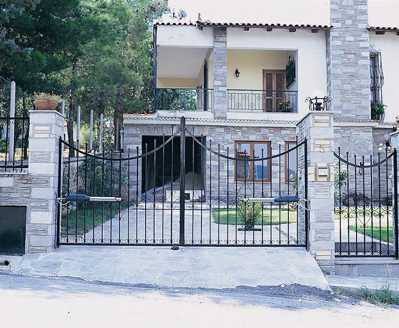 Εφαρμογή ανοιγόμενου μηχανισμού & ΚΑΤΕΕ - Opening Yard Door Pezcame.Com