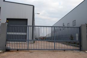 Εφαρμογή συρόμενου μηχανισμού & ΚΑΤΕΕ - Sliding Yard Door Pezcame.Com